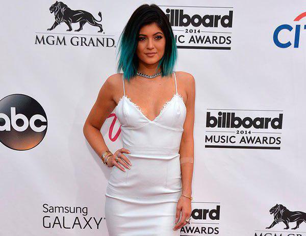 Kylie Janer usa a versão com medalhas e também com brilhantes