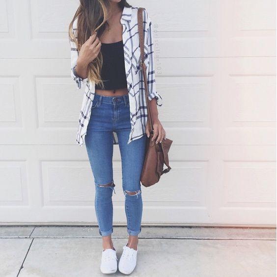 sobreposição + jeans + tenis branco